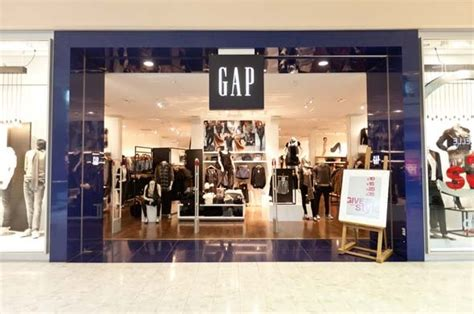 Designer News After A Stint With The Gap Roland Mouret Plans High End Debut Second City Style Fashion gap plans store closures and losses to improve