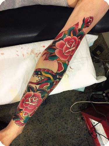 тату с цветами и змеей на руке фото татуировок