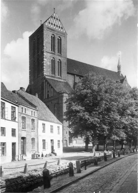Das Gesims by Handwerkliche Rekonstruktion Eines Altbaus In Wismar