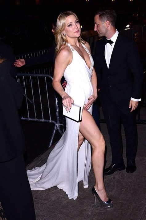 2016 celeb oops kate hudson risks wardrobe malfunction at met gala 2016