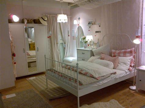 kleines bücherregal ikea wohnzimmer einrichten landhausstil modern