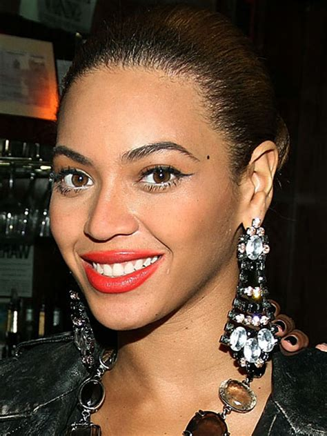 katharine capsella beyonce with red lipstick makeup tips to get your lips