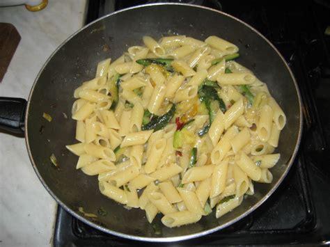 pasta con fiori di zucchine ricette pennette con fiori di zucchine