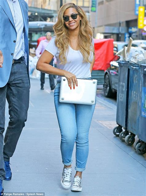 How Do You Rate Beyonces Casual Look by Beyonce Displays Curvy Figure As She Steps Out In Nyc