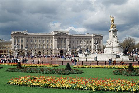 the best places in buckingham palace big buckingham palace arrest detained after scaling