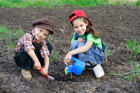 imagenes niños sembrando plantas c 243 mo hacer un minihuerto con los ni 241 os