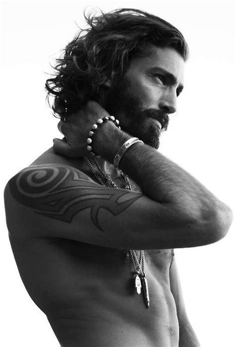 76% des femmes trouvent les hommes aux cheveux longs plus