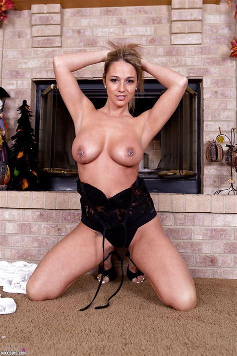 Nikki Sims Topless And Nude Pics Xhamster