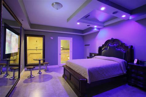theme hotel okeechobee hotels with mirrors on the ceiling in miami integralbook com