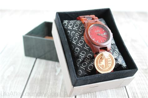 Gifts For Mba Graduates by Jord Watches And Other Meaningful Graduation Gift Ideas