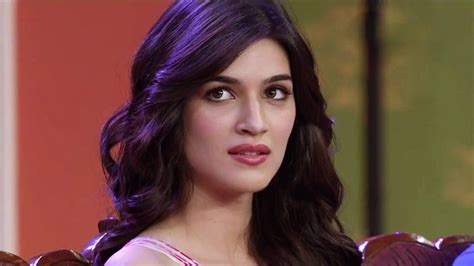 beautiful video top 35 sweet kriti sanon hd photos wallpapers download