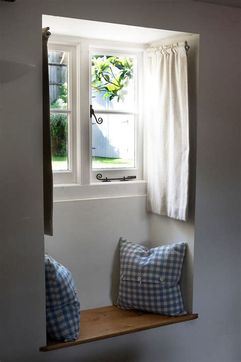 Curtains For Small Window 25 Best Ideas About Small Window Curtains On Pinterest Small Windows Small Window Treatments