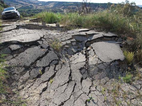 earthquake effects earthquake road damage www pixshark com images