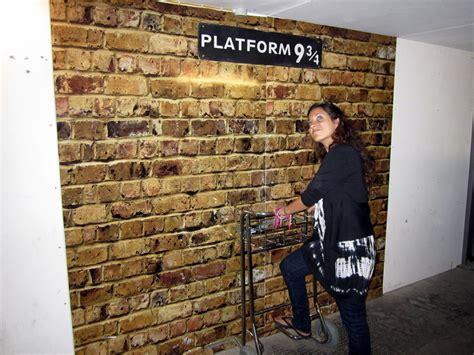 Kaos Harry Potter Harry Potter Platform 9 And 3 4 Graphics Lengan Panj harry potter travel in platform 9 3 4 adventurous kate adventurous kate
