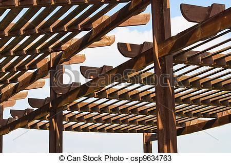 el enrejado in english stock de fotos de de madera enrejado el techo calle