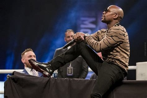 100 free floyd mayweather jr vs conor mcgregor live photos mayweather mcgregor end heated tour in