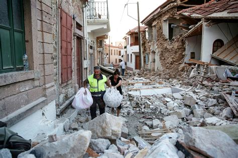 earthquake greece greece declares emergency after earthquake hits lesbos