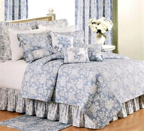toile quilts and comforters 1000 ideas about toile bedding on pinterest pink