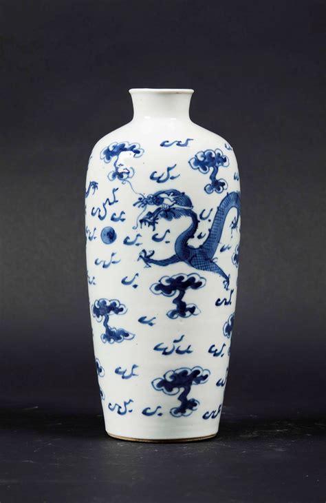 vaso porcellana vaso in porcellana e con drago tra le nuvole