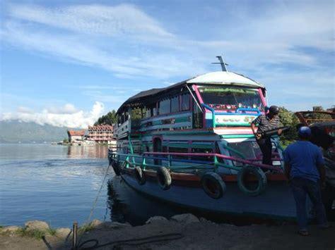 ferry danau toba kapal feri menuju samosir di parapat picture of lake
