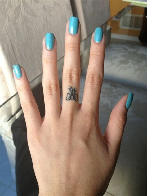 43 unique fingers tattoos