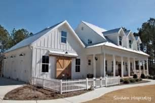 Modern Farmhouse 2017 at 933 215 622 in 60 beautiful modern farmhouse exterior design