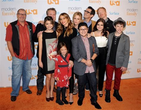 Gamis Shofia Syari By Axelle ty burrell the cast of abc s modern family arrives for