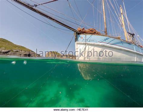 boat anchor underwater anchor underwater boat stock photos anchor underwater