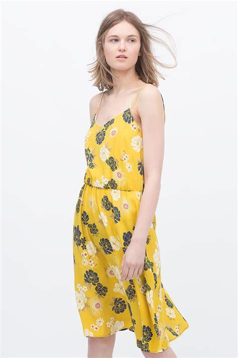 Tas Zara Metropolis Doble Flora yellow blossom nueva colecci 243 n con el amarillo floral protagonista en zara primavera verano 2015
