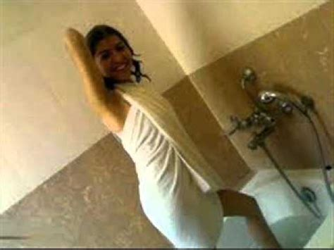 girls doing in bathroom girl doing dance in bath room youtube