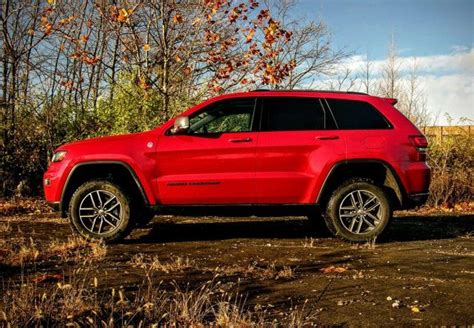 jeep grand cherokee trailhawk off road the jeep grand cherokee trailhawk offers off roading fit