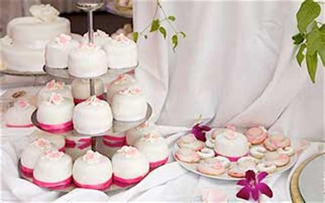 Hochzeitsmuffins Deko by Au 223 Ergew 246 Hnliche Torten Ja Hochzeitsportal