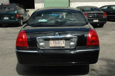 Car L by Sell Used 2007 Lincoln Town Car Executive L Sedan 4 Door 4