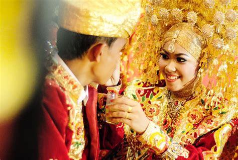Aksesoris Pengantin Lung Baju Adat ini dia baju adat pengantin yang tetap bisa kamu pakai