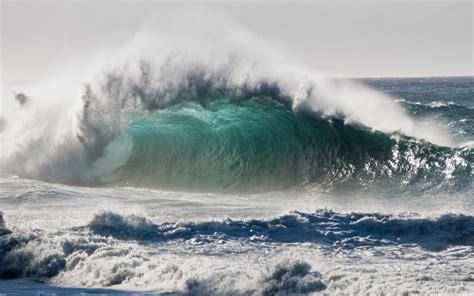 hd breaking wave kauai hawaii wallpaper