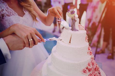 how much to give for wedding how much should you spend on a wedding gift nerdwallet