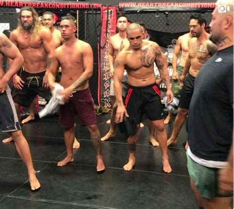 new zealand actor game of thrones game of thrones star jason momoa performs a haka