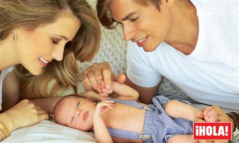 madre con hijo en hotel xxxxxx primicia carlos baute y astrid klisans bautizan a su hijo