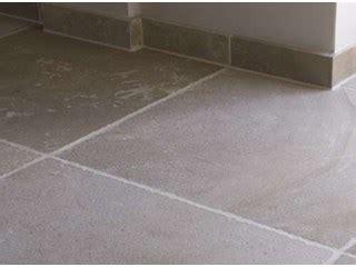 tegels uitbreken hoe renoveer je een tegelvloer keramische tegels livios