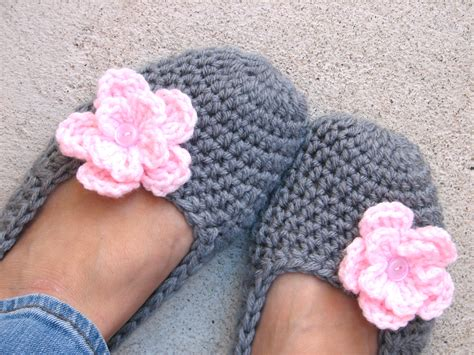 crochet pattern socks beginners crochet women slippers grey with pink flower