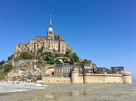 visit mont saint michel   dog travelnuity