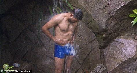 amir khan celebrity jungle i m a celebrity amir khan shows off his rippling abs
