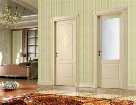 porte interne a vetri porte classiche in legno e vetro con decoro antique 2a