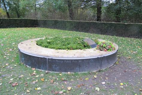 peace bench peace bench menenpoort ieper ieper tracesofwar com