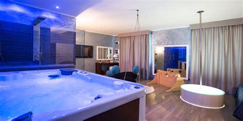 giochi da sul letto da letto con specchio sul soffitto idea di casa