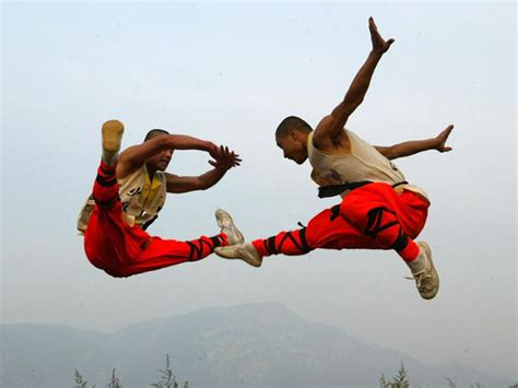 shaolin martial arts 10 awe inspiring images of shaolin kung fu monks in training