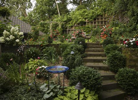 beautiful gardens secret garden grows   setting