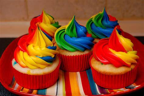 colorful cupcakes birthday cake rainbow colored cupcakes