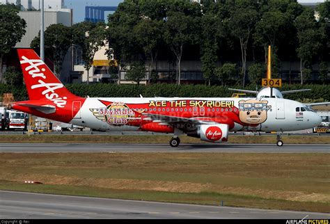 airasia di changi terminal berapa 9m afl airasia malaysia airbus a320 at singapore