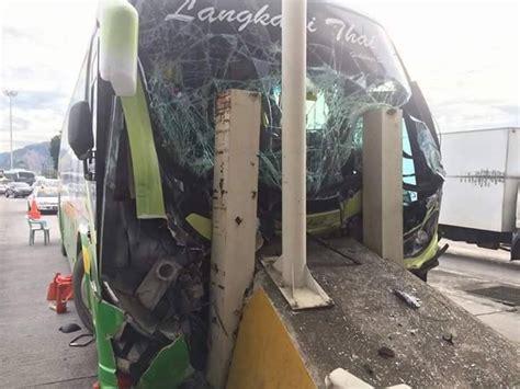 Cermin Nissan Almera bas bawa murid sekolah rempuh tembok tol 10 cedera